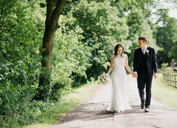 HILLTOP COUNTRY HOUSE WEDDING PHOTOGRAPHY : SARAH AND ED
