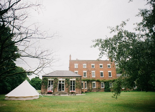 A TRAFFORD HALL WEDDING WITH AFTERNOON TEA AND ICE CREAMS IN THE GARDEN