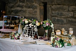 guestbook with bouquets