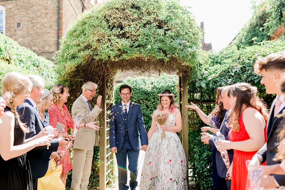 confetti at ely registry office