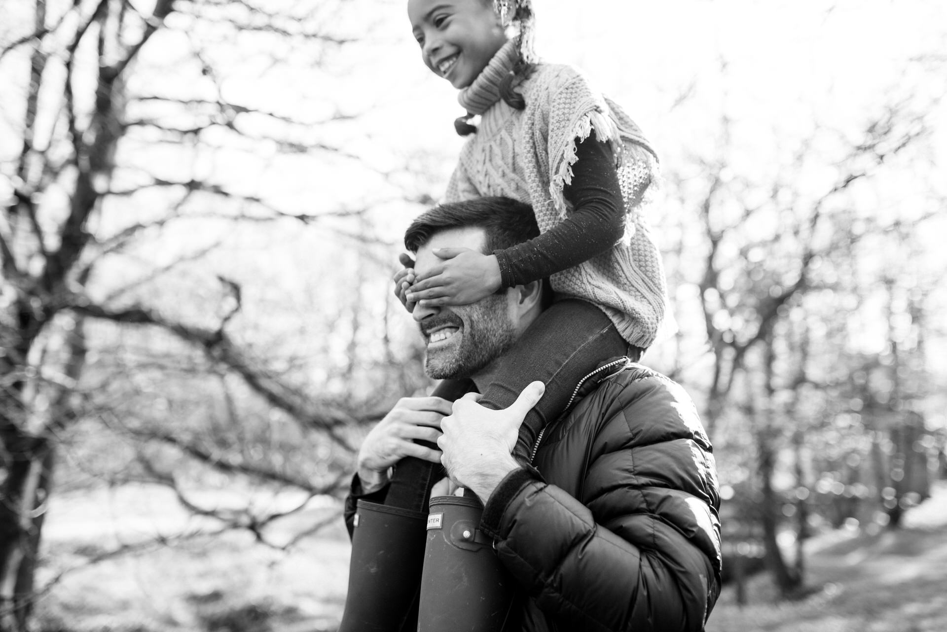 girl on dads shoulders