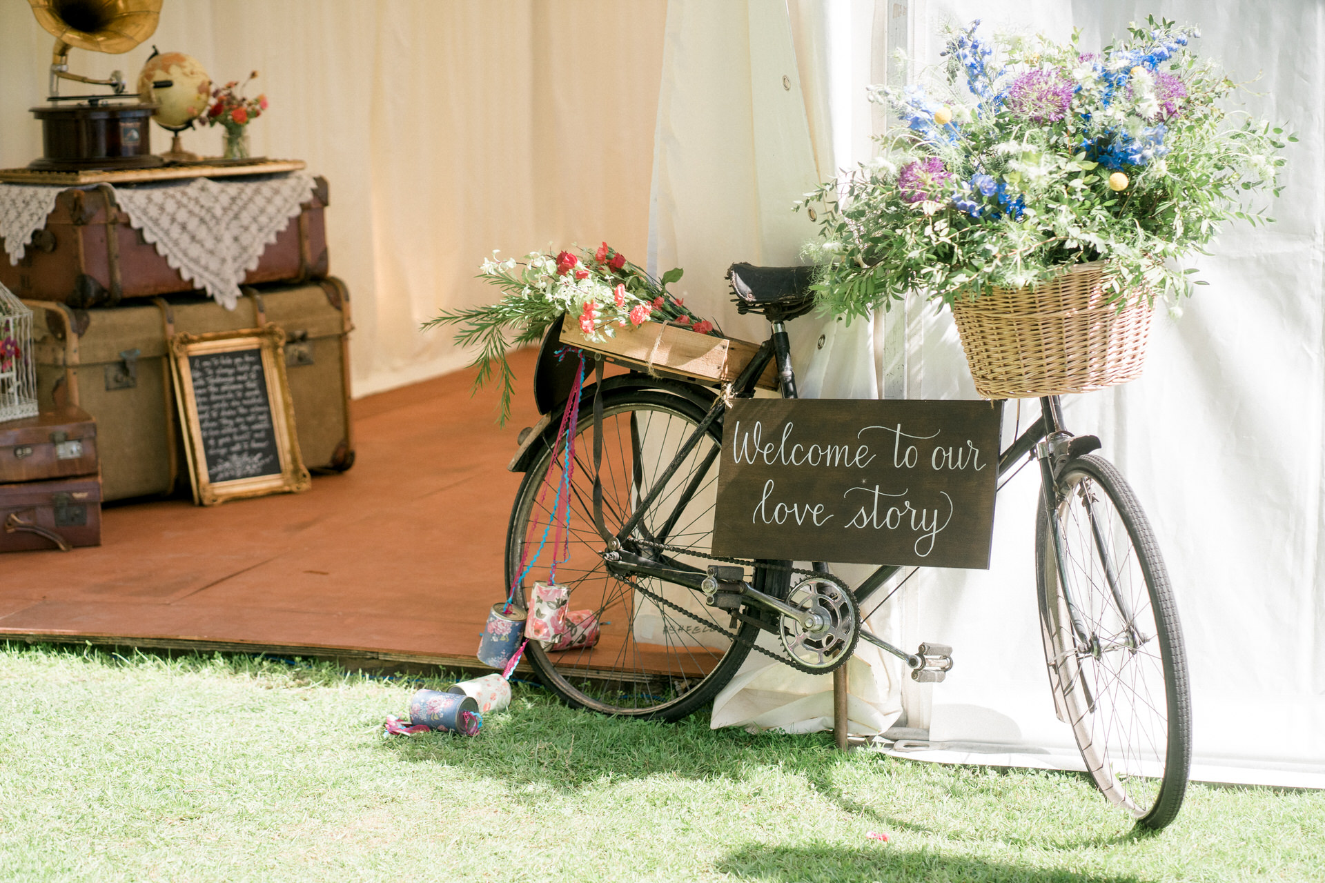 wilde and romantic wedding styling