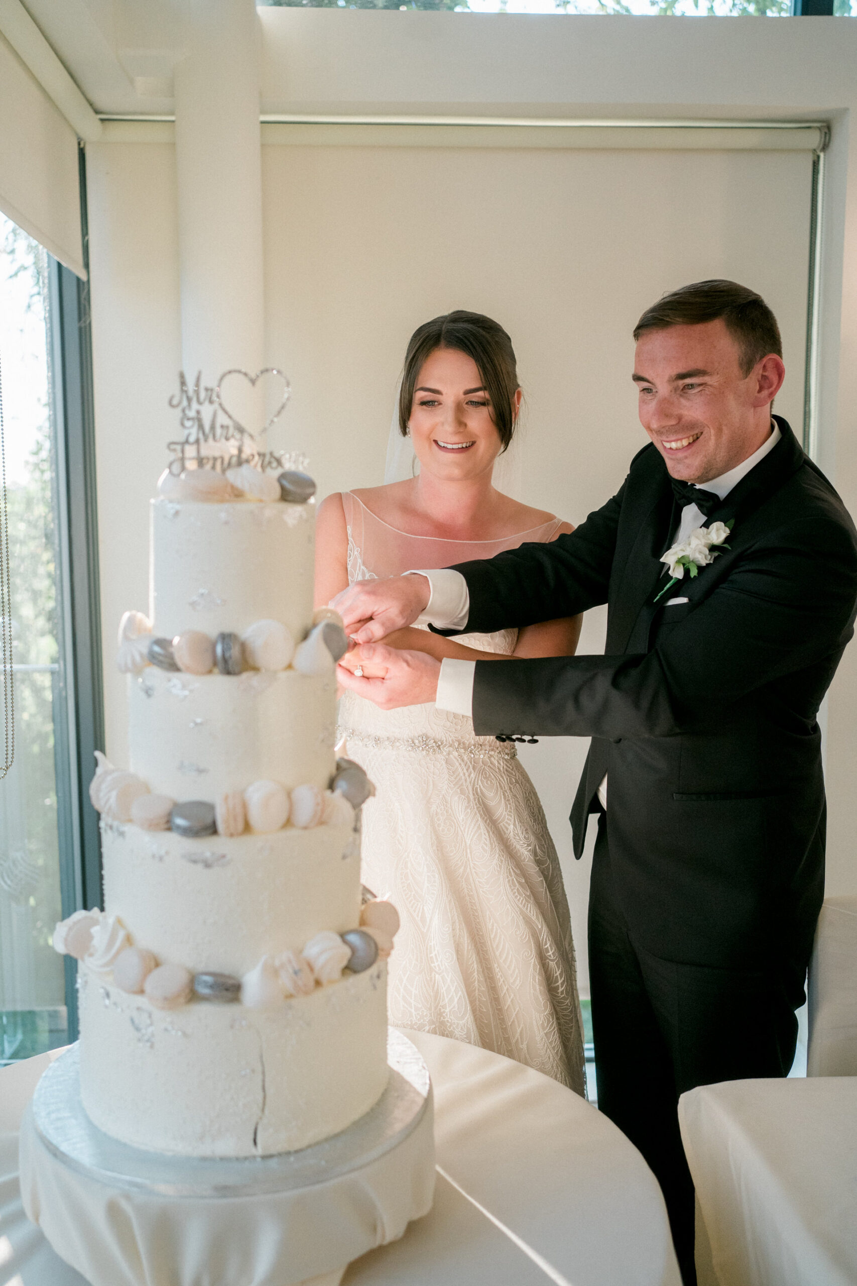cutting the cake at west tower wedding