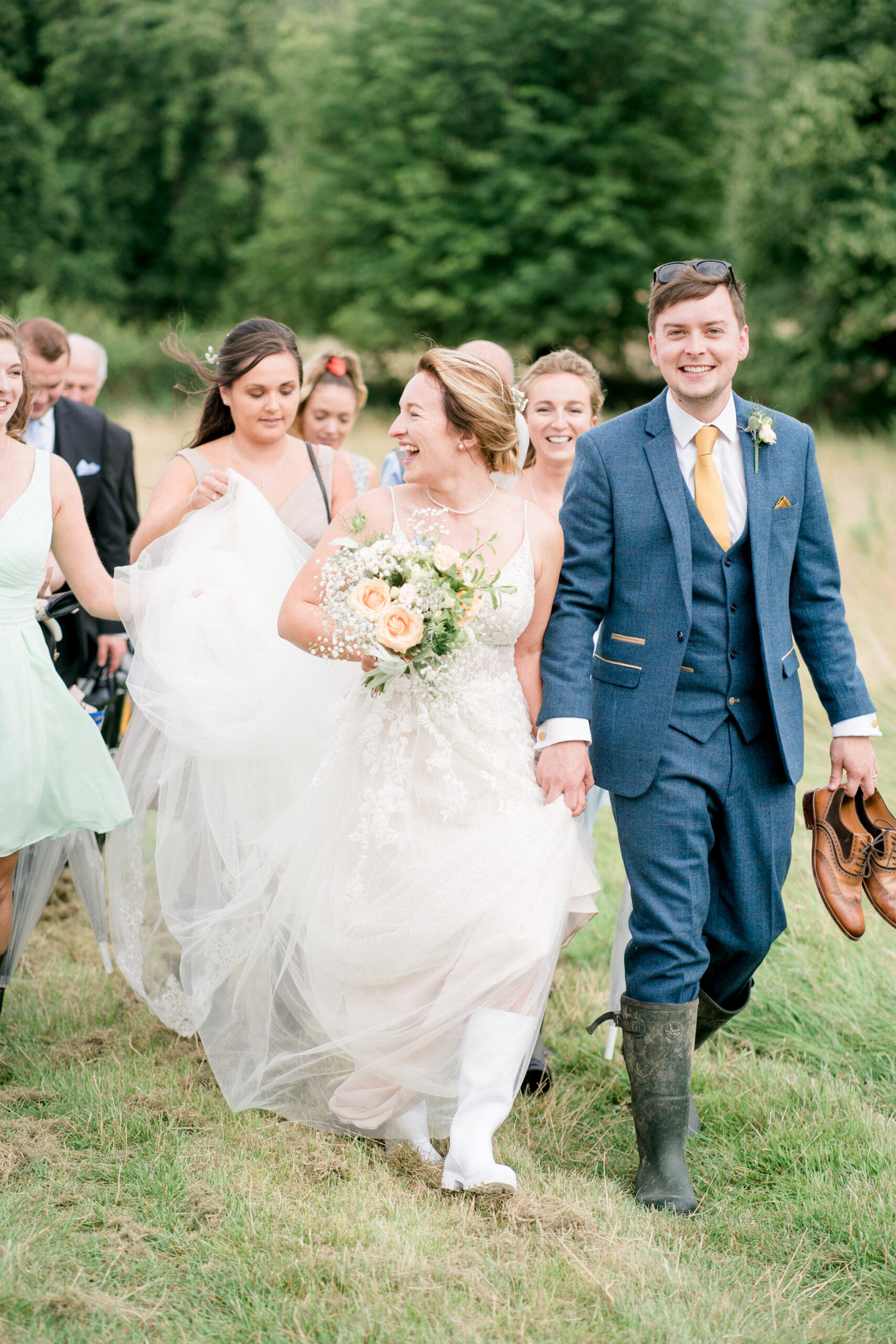 wedding on the cotswolds path