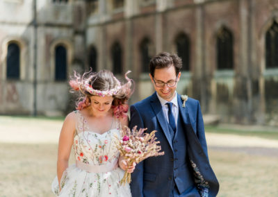 groom and bride with pink hair at Ely cathedral